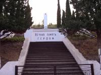 """06 апреля состоялся """"трудовой десант"""" по уборке территории памятника погибшим воинам."""
