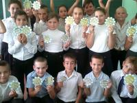 """С 19.09 по 01.10 школа приняла участие в благотворительной акции """"Белый цветок""""."""