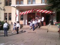 """24 мая в школе прошла торжественная линейка, посвященная празднику """"Последнего звонка""""."""