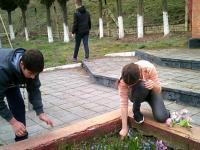 7 апреля был проведен трудовой десант по уборке территории Памятника погибшим воинам.