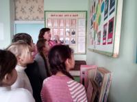 """24.01.19 для учащихся ГПД была проведена  экскурсия в школьном музее """"Знать, чтобы помнить""""."""