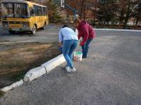16 ноября сотрудники школы приняли участие в субботнике по благоустройству территории