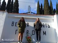 23.02.2021 учащиеся школы приняли участие в мероприятии ко Дню защитника Отечества, возложили цветы к памятнику погибшим воинам.