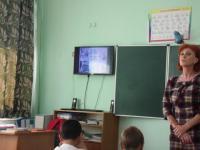 25 октября 1-4 класах прошли классные часы посвященные Дню народного единства.